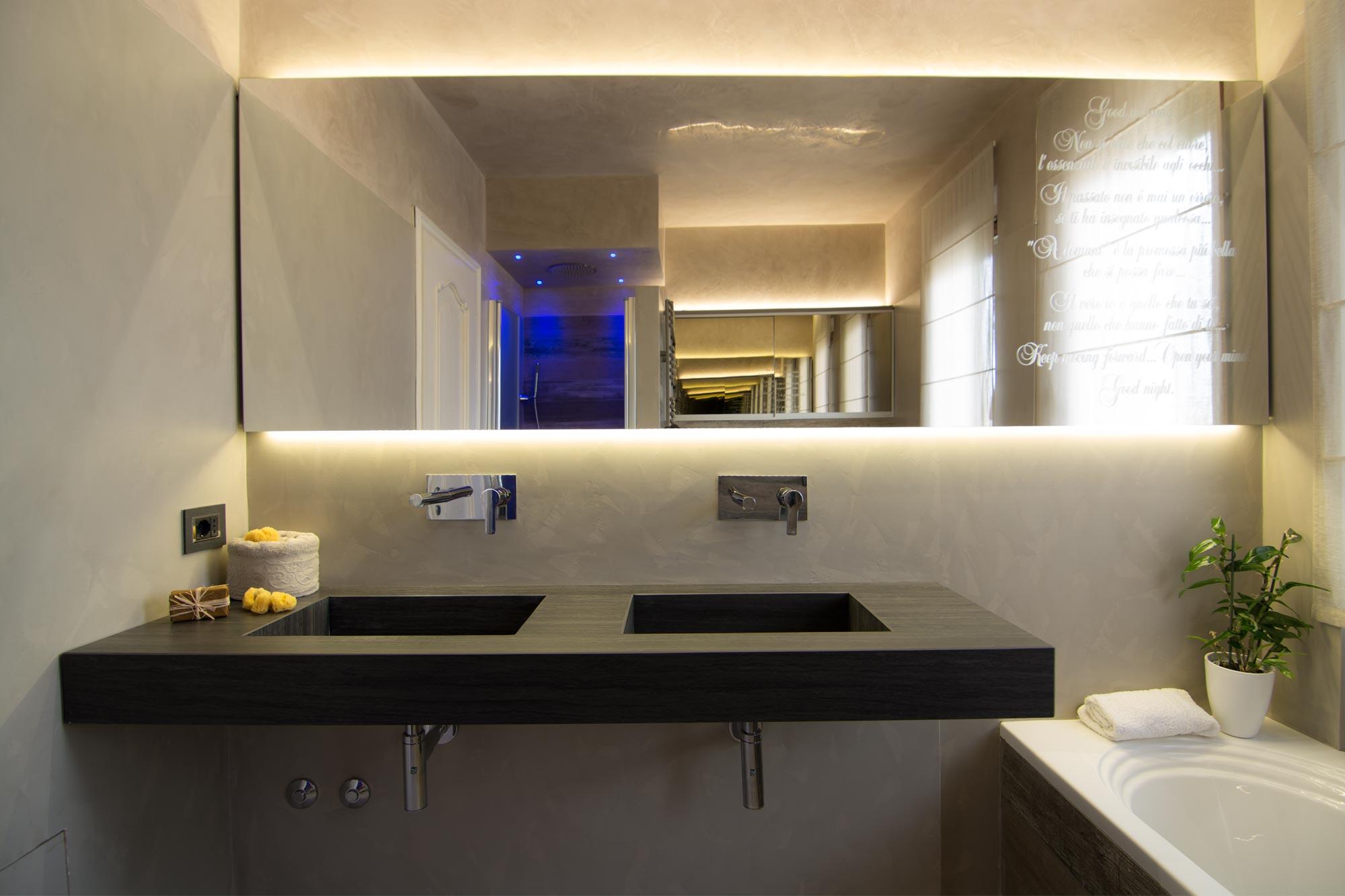 Arredo bagno minimal chic idee creative e innovative for Mobili minimal home